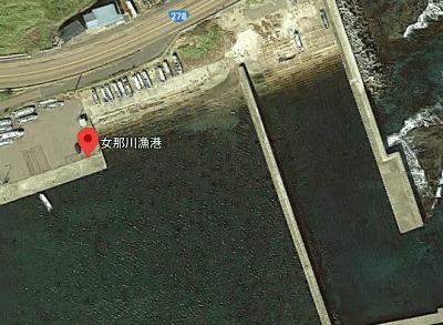 女那川漁港の船揚げ場