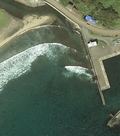 女那川漁港の西防波堤